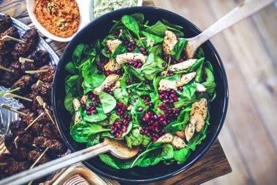 سبزیجات با برگ سبز تیره ، غذای مناسب کودکان فلج مغزی